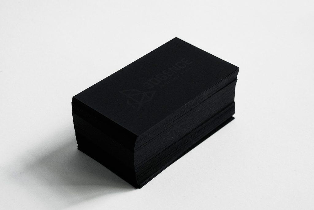 czarne wizytówki