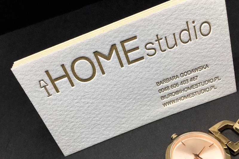 wizytówki-letterpress-dla-architekta-wnętrz-ze-złotymi-krawędziami