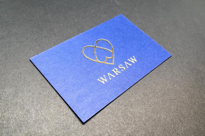 niebieskie-wizytowki-kaszerowane-ze-zlotym-hotstampingiem