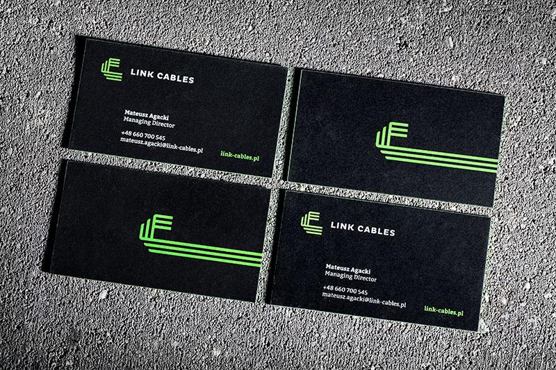 czarne wizytówki z zielonymi brzegami