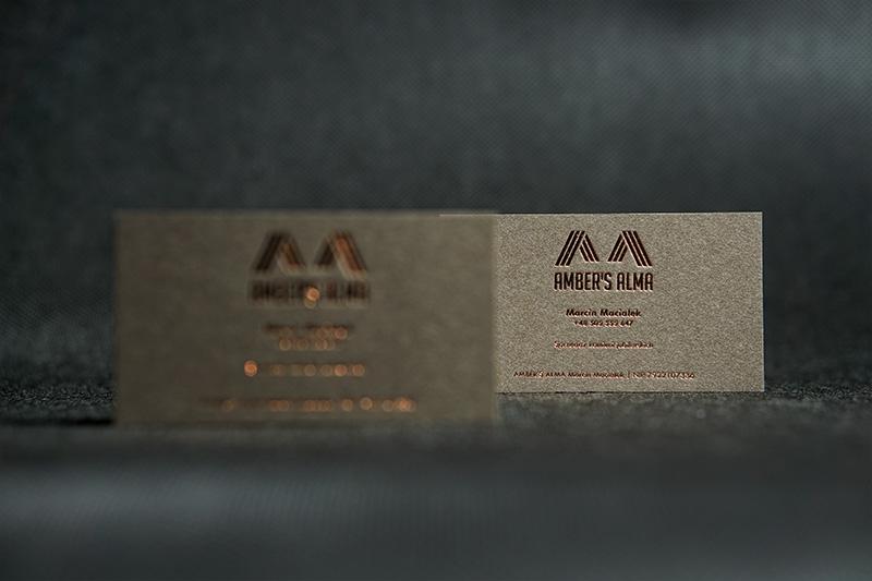 wizytówki na papierze z kawy